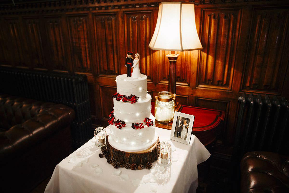 wedding cake cutting photos